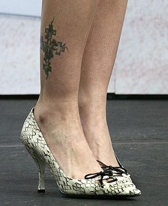 DREW BARYMORE TATTOO : SEXIEST HOLLYWOOD ACTRESS TATTOO